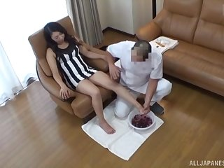 Tyro Japanese babe gets a foot and pussy palpate