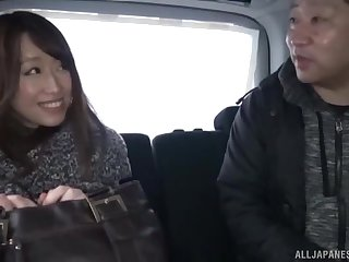 Japanese brunette MILF babe gets a hardcore pussy fuck in a car