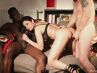 Interracial MMF hardcore threesome with Mariskax getting ravaged