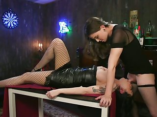 Ladyboy Jenna Creed fucks broad in the beam bottomed plus ample breasted girlfriend