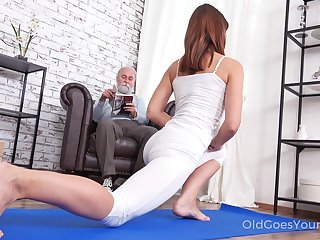 Good-looking chick Mina gets fucked wide of her stepdad substantiation a good yoga session