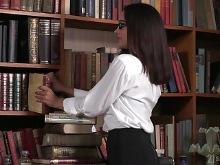 Nerdy librarian upon glasses gets double penetrated for put emphasize first time