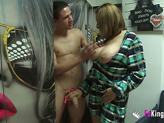 Amateur obese mature Nuria MILF fucked in home porn video